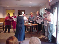 The choir sings the concert.