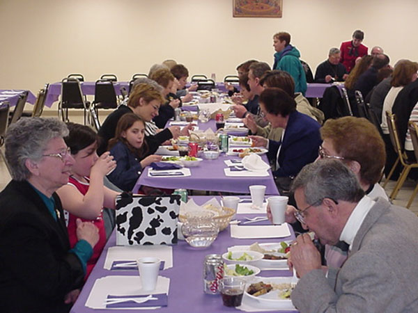 Parishioners share dinner and fellowship.