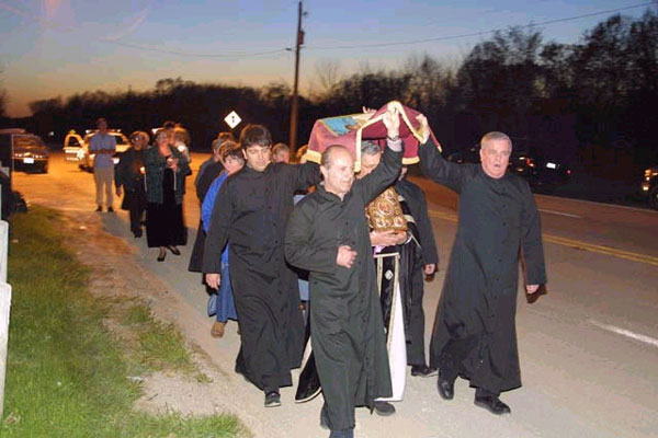 Procession with the burial shroud...